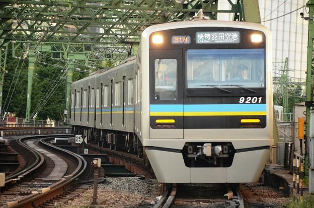 写真: 北総9200形エアポート快特羽田空港行き