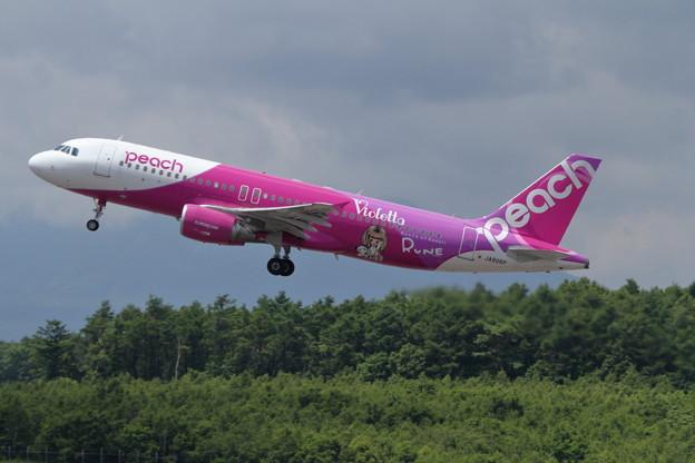 A320 JA806P takeoff