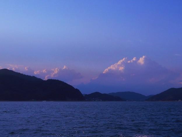 霊峰 富士の峰は 雲の峰。