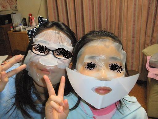 Photos: 美容マスクは子供でも気持ちいいらしい