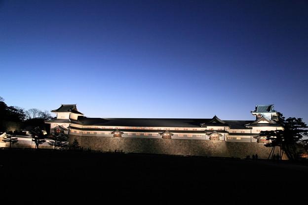夕暮れの金沢城(橋爪門続櫓 五十間長屋 菱櫓)