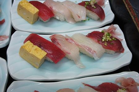 紅白のお寿司
