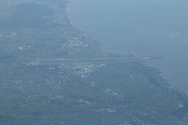 離陸後の霞んだ景色、大分空港