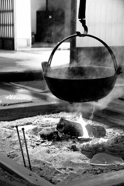 モノクロの風景。。囲炉裏端。。川崎市日本民家園6月28日