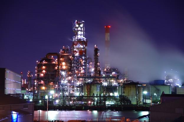 水江運河の向かい側の綺麗に光る工場・・20141227