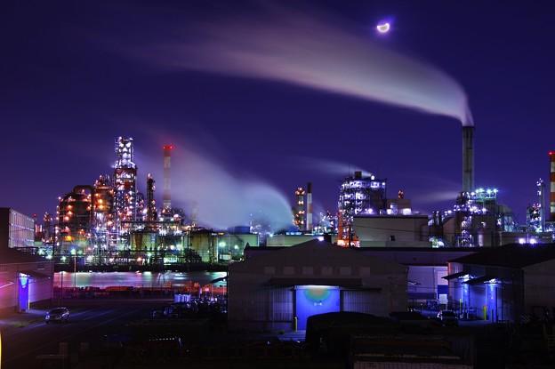 寒い月夜の下に東亜石油の工場・・20141227