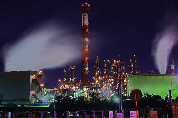 ある寒い夜中。。水江町の静かに可動中の工場群・・20141227