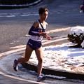 Photos: 雪残るh箱根大平台 明大文元選手カーブ曲がって走っていく・・20150102