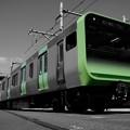 モノクロな風景の新型E235系。。8月22日