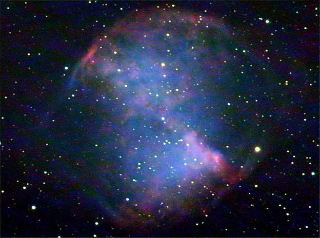 こぎつね座の惑星状星雲M27(あれい状星雲)