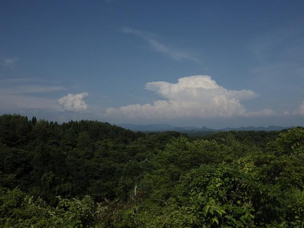遠くの積乱雲