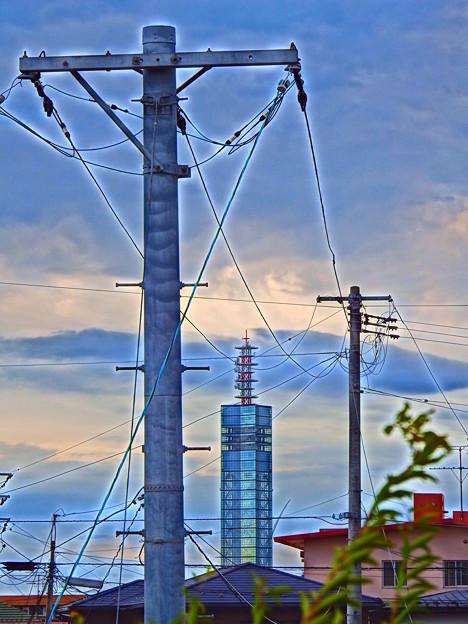 電柱とポートタワーセリオン