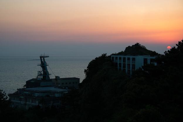 写真: 第二立坑と夕日