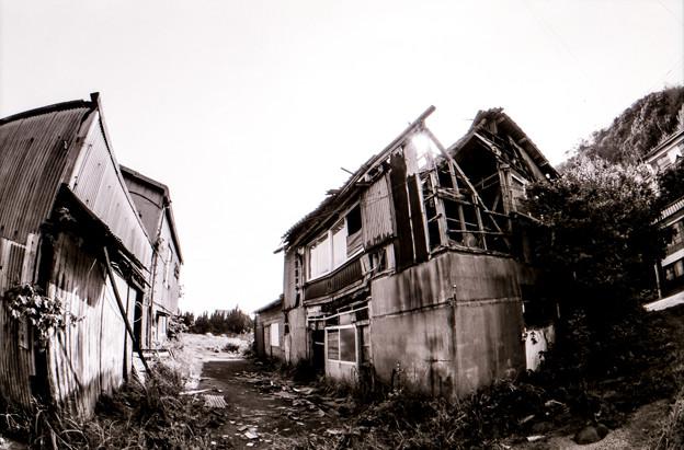 写真: 屋根崩壊