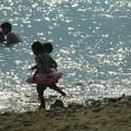Photos: 海で遊ぶ子供たち