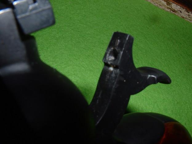 造るモデルガン「ルガー スーパーブラックホーク 」トランスファーバー追加にあわせハンマーにも撃針逃げの穴加工  Dob
