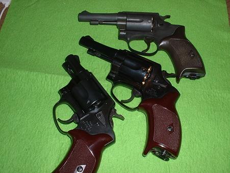 手持ち ニュー南部系 TOYGun  HWSモデルガン 3in(上) マルシン 8mm ポリスリボルバー 3in  Xカート仕様版(中)マルシン 8mm ポリスリボルバー 2in  旧カート仕様版(下)Doburoku-TAO