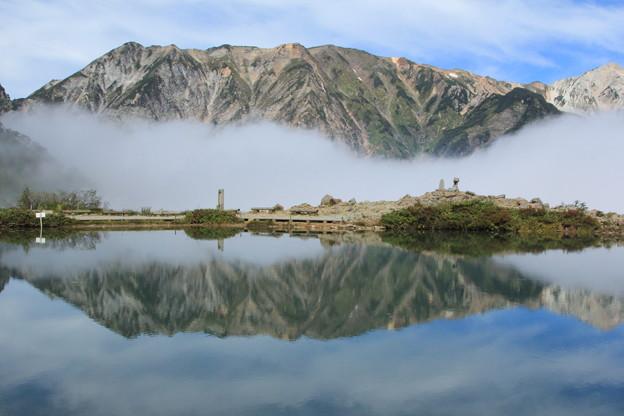 鏡みたいな山