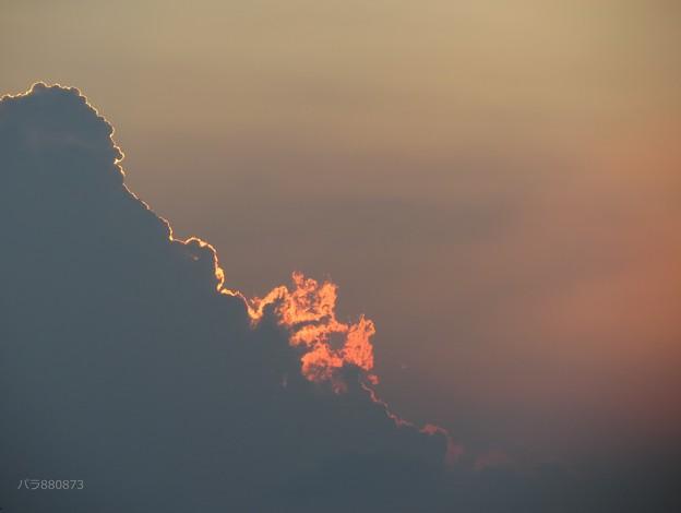 雲が燃える